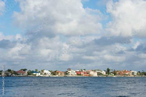 Fotografia, Obraz  Expensive waterfront homes in St