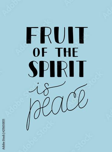 strony-napis-z-biblii-werset-owocem-ducha-jest-pokoj-na-niebieskim-tle