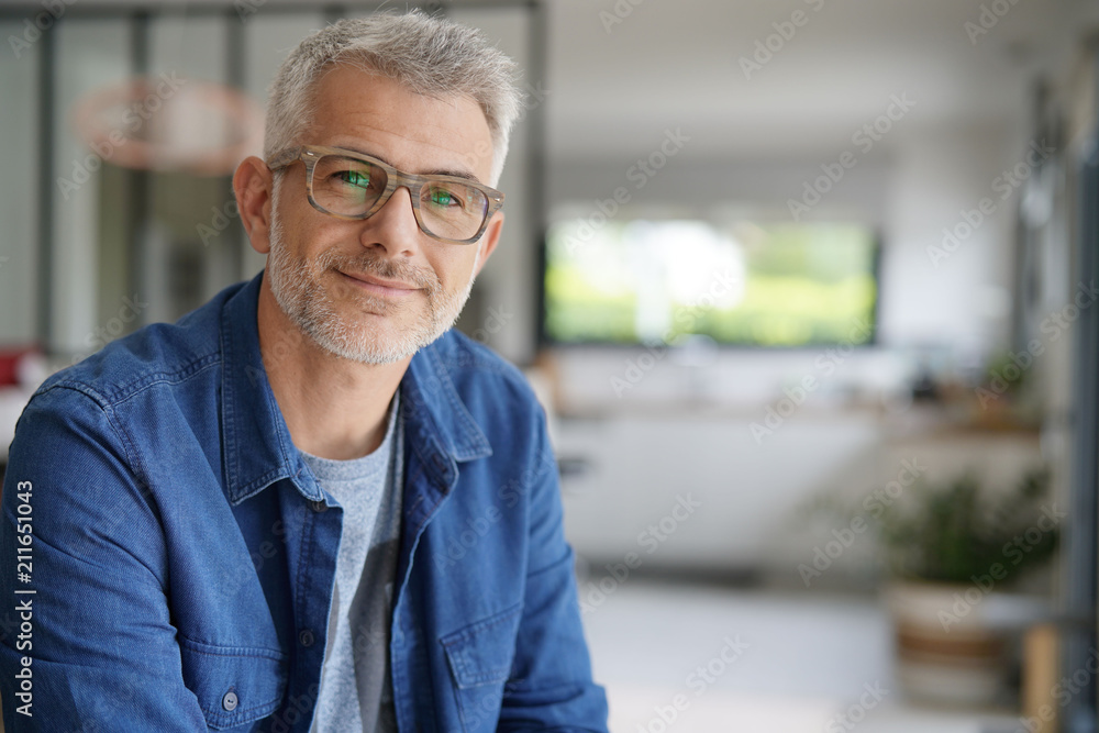 Fototapety, obrazy: Middle-aged guy with eyeglasses and blue shirt