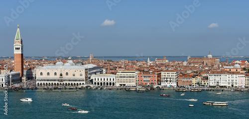 Plakat Widok doży pałacu Campanile i Riva Degil Schiavoni z całej Laguny Wenecja Włochy.