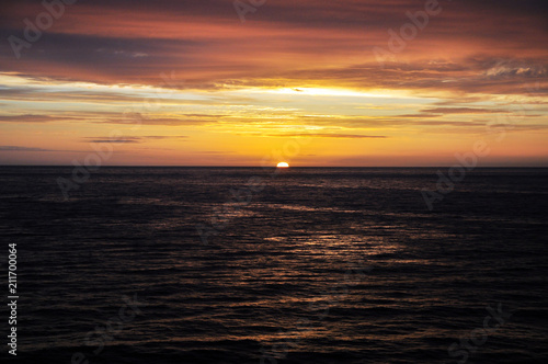 Spoed Foto op Canvas Zee zonsondergang sunset in the North sea off the coast of Iceland from the cruise ship