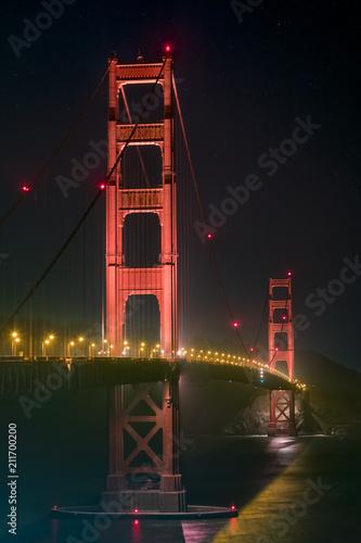 Zdjęcie XXL Suspended in Darkness - Most Golden Gate w Kalifornii w nocy