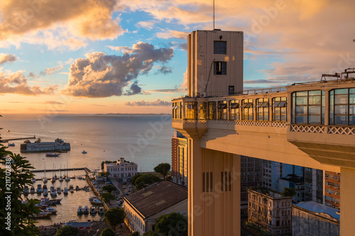 Fotografía  View of the Lacerda Elevator with beautiful sunset - Salvador, Bahia Brazil