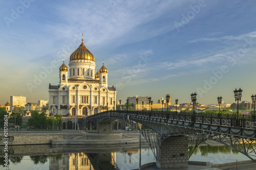 Staande foto Aziatische Plekken Moscow city skyline at Cathedral of Christ the Saviour and bridge over Moscow River, Moscow, Russia