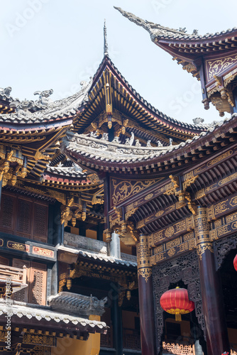 Staande foto Bedehuis Traditional chinese architecture details in BaoLunSi temple Chongqing, China
