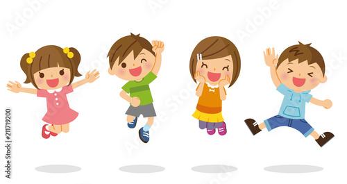 ジャンプする子供たち - 211719200