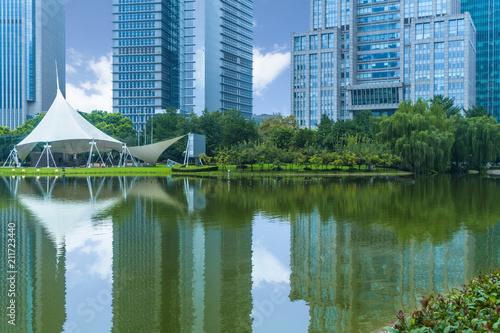 Zdjęcie XXL nowoczesne miasto waterfront downtown skyline, Chiny.