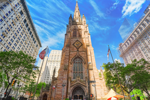 Staande foto Verenigde Staten St. Paul's Chapel of Trinity Church Wall Street on Broadway, urban view of New York.