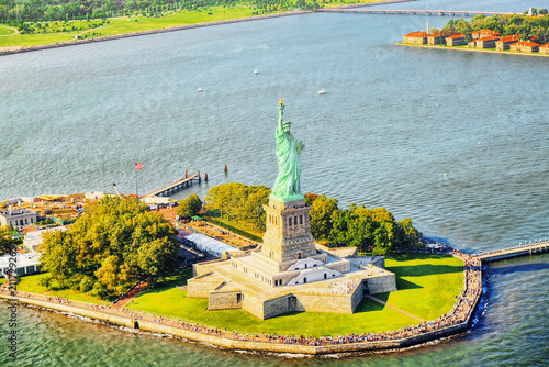 Staande foto Verenigde Staten Statue of Liberty (Liberty Enlightening the world) near New York and Manhattan from a bird's eye view.