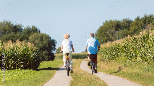 Full length of a senior active couple smiling and looking forward with confidenc Fototapeta