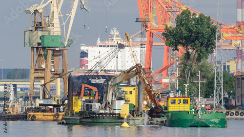 Tuinposter Poort SEAPORT - Dredging at the quays in the port of Gdynia