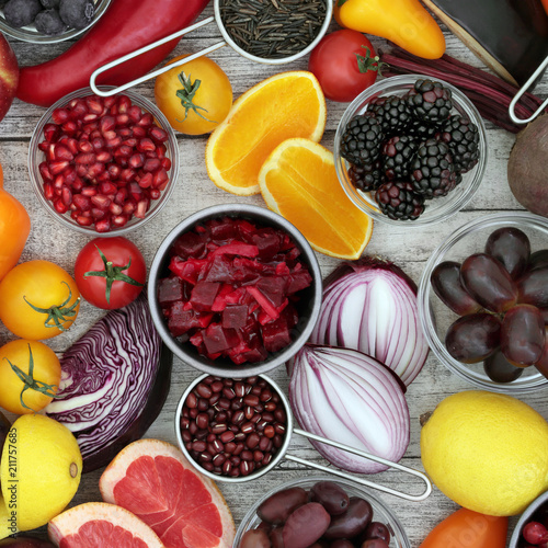 Papiers peints Assortiment Healthy food background concept with fruit and vegetable, pulses and grain. High in antioxidants, anthocyanins and vitamins on rustic wood background. Top view.