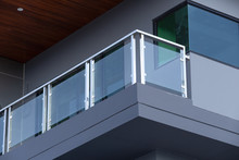 Modern Architecture Terrace Aluminum Rail And Fall Protection. Tempered Glass