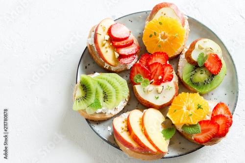 Foto op Aluminium Vruchten Fruit dessert sandwiches
