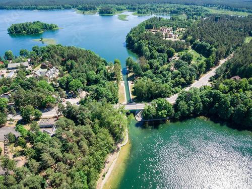 Fototapeta Widok z lotu ptaka na śluzę Przewięź, jezioro Białe Augustowskie oraz jezioro Studziennicze obraz