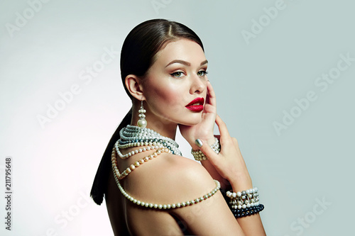 Canvas Print Beautiful young girl with bright lips in studio at half a turn
