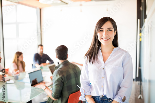 Cuadros en Lienzo Beautiful woman in meeting room