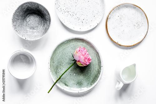 Carta da parati ceramic tableware top view on white background mock up