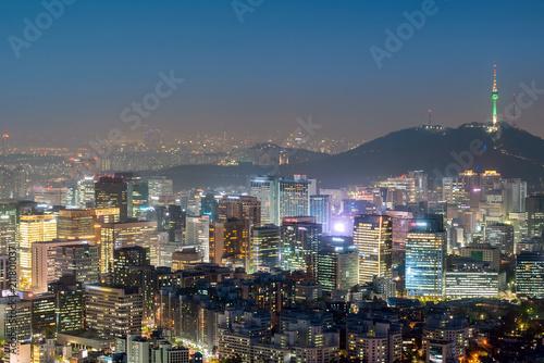 Fototapeta premium Nocny widok na panoramę miasta Seul Downtown