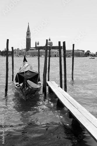 Foto op Plexiglas Venetie Moored gondola and San Giorgio di Maggiore church in Venice