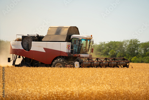 Aufkleber - Combine harvester for harvesting wheat.