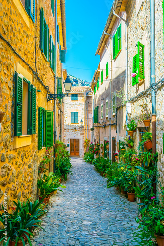 Cadres-photo bureau Ruelle etroite View of a narrow street in the spanish town Valldemossa at Mallorca