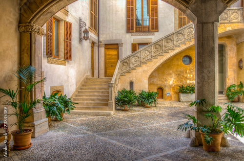 A small courtyard in Palma de Mallorca, Spain Fotobehang