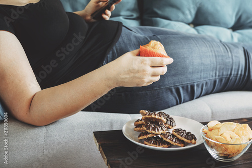 Fotografía  Sugar addiction, unhealthy lifestyle, weight gain, dietary, healthcare and medical concept