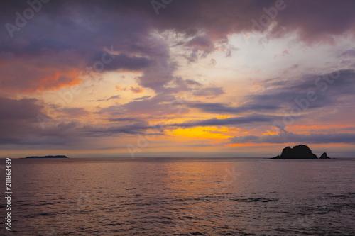 Poster Cappuccino 手石島と日の出の風景、静岡県伊東市にて
