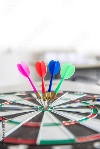 Cuadros en Lienzo Business successful and goal concep with dart board game