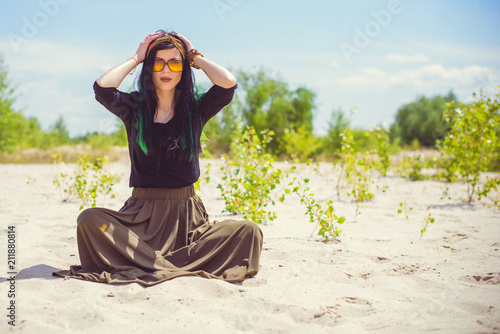 Photo  Young hipster woman posing at sand in hippie style and accessory