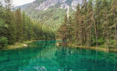 Naklejka Grüner See von oben, Luftbild, Wasserqualität Österreich, Bergsee, Wandern, Ausflug, Urlaub, Idylle