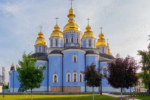 Spoed Foto op Canvas Kiev St. Michael's Golden-Domed Monastery sparkles with its domes in sunshine. Kiev. Ukraine