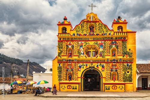 Fotobehang Centraal-Amerika Landen San Andrés Xecul, Catholic Church, Guatemala