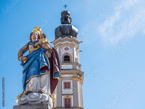 Tuinposter Historisch mon. Jungfrau Maria vor der Heilig Grabkirche in Deggendorf
