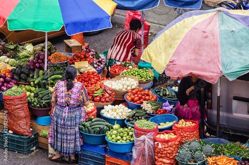 Tuinposter Centraal-Amerika Landen El Mercado La Democracia, Quetzaltenango, Guatemala