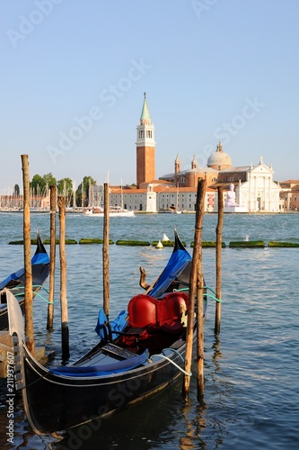 Foto op Plexiglas Venetie Gondolas on the Grand Canale and architectures in Venice, Italy