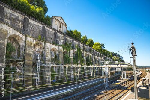 Foto auf AluDibond Bahnhof gare/vieille gare avec railles