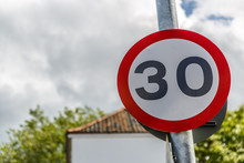 Signal Of Maximum Speed Of 30 Miles Per Hour
