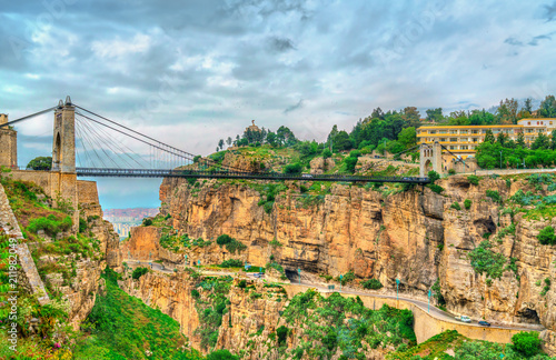 In de dag Algerije Sidi M'Cid Bridge across the Rhummel River in Constantine, Algeria