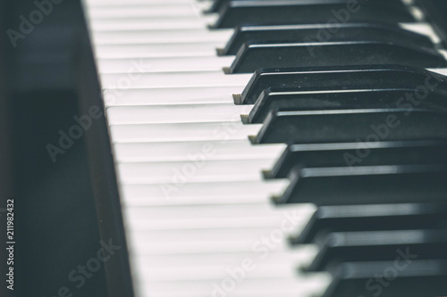 Fotografija  View of the piano keyboard on the side