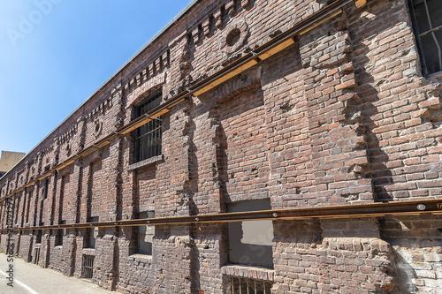 Zdjęcie XXL Pozostałości muru getta w centrum Warszawy