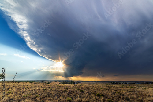 Fotomural Tornadic Supercell over Tornado Alley at sunset.