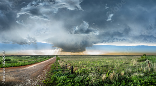 Photo  Tornadic Supercell over Tornado Alley at sunset