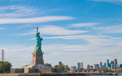 Foto op Plexiglas Historisch mon. The statue of liberty in New York Harbor.