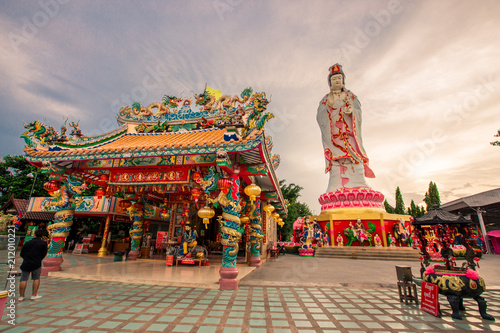 Spoed Foto op Canvas Bedehuis Wat Samanratanaram (Temple of the Ganesh): 18th June 2018. People have to worship throughout the day. Located in downtown Chachoengsao, Thailand.