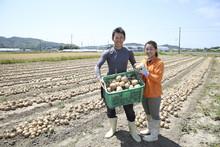 農家の若夫婦