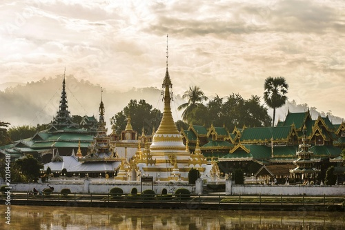 Spoed Foto op Canvas Bedehuis Wat Chong Kham Buddhist temple on the lake, Mae Hong Son, Northern Thailand, Thailand, Asia