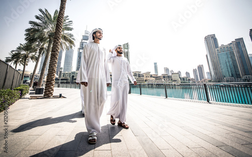 Keuken foto achterwand Abu Dhabi Three arabic business men spending time in Dubai