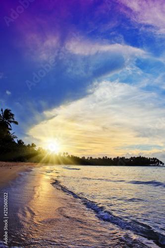 Fotobehang Centraal-Amerika Landen Colorful sunset on tropical beach.